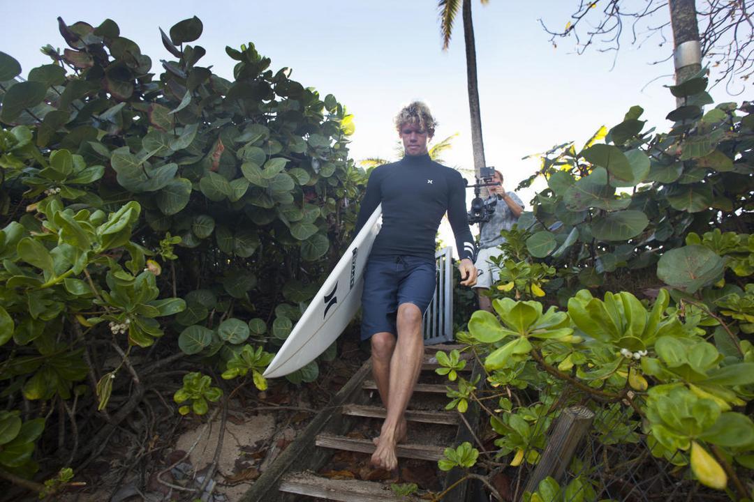 Hurley encerra contrato com surfista mais bem pago da história